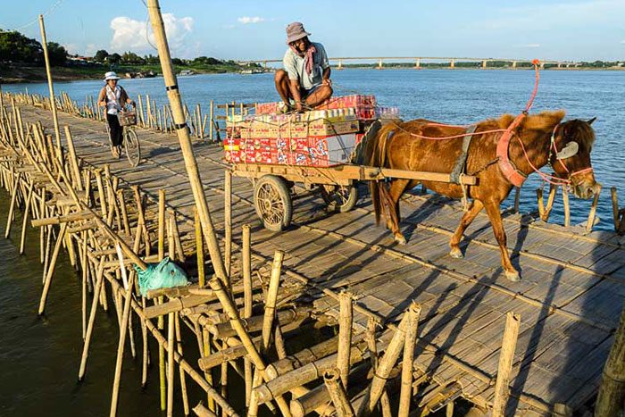 10-experiencias-autenticas-viaje-camboya-puenta-de-bambu