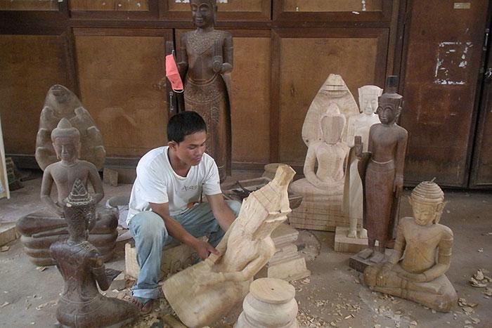 Artesano local en Ninh Binh la Bahia de Halong en tierra
