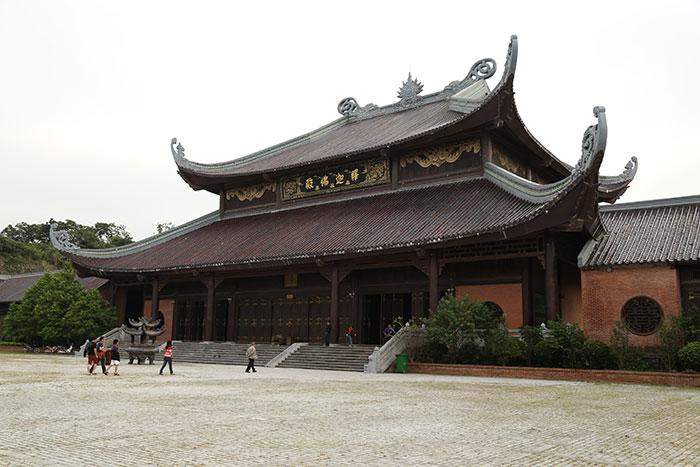 Templo en Ninh Binh la Bahia de Halong en tierra