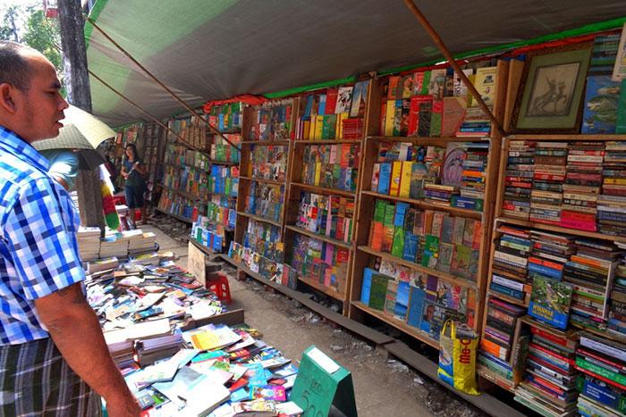 Calle de los libreros en Yangon Myanmar