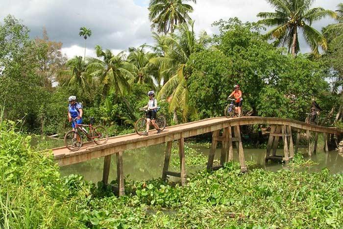 Ciclismo en el delta del Mekong Vietnam
