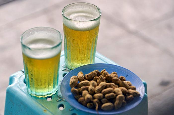 Bia hoi bebida popular en Vietnam