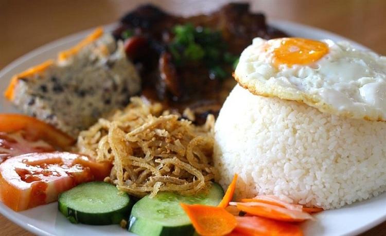 Arroz tres tesoros plato popular de Saigon