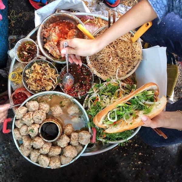 Banh mi sandwich vietnamita plato poular de Saigon