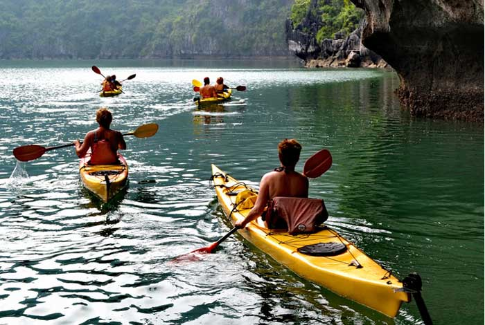 Kayak en la bahia de Lan Ha Isla de Cat Ba