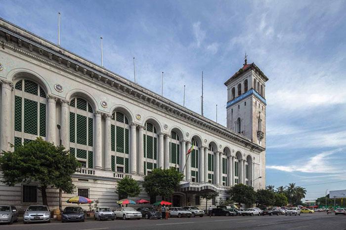 El edificio de la administración portuaria en Yangon Myanmar