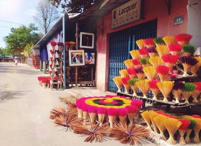 Pueblo artesanal de palillos de incienso en Hue