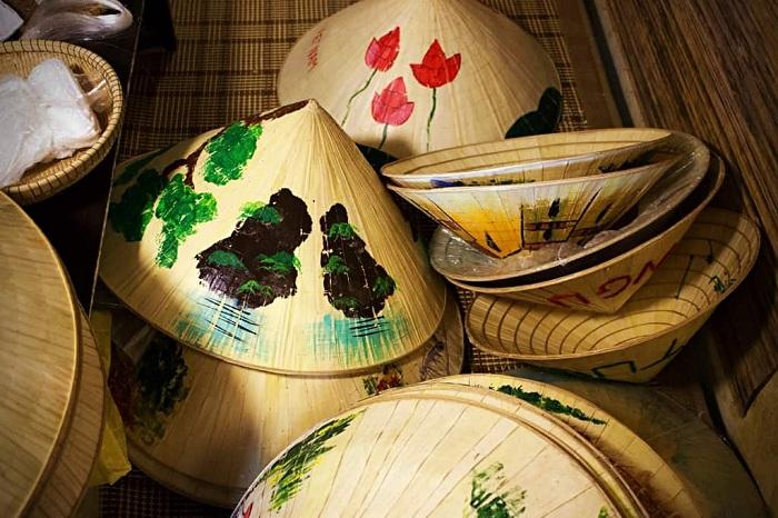 Pueblo de Sombreros Conicos cerca de Hue