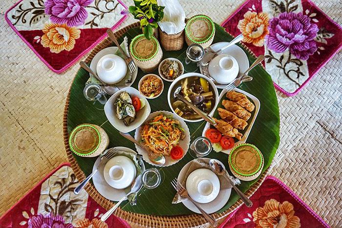 Almuerzo con bambu en Laos