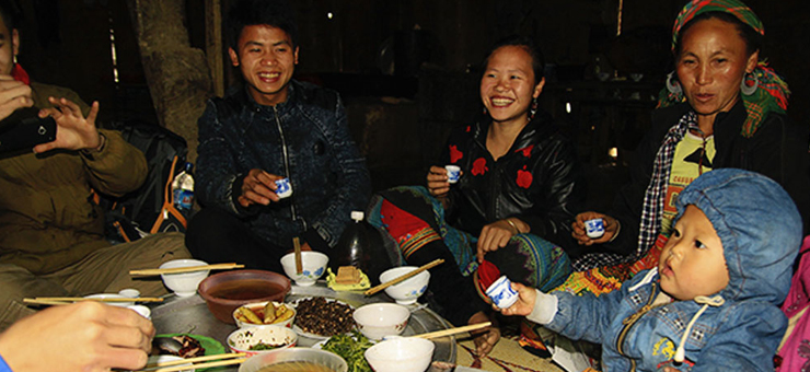 Almuerzo de la etnia tay