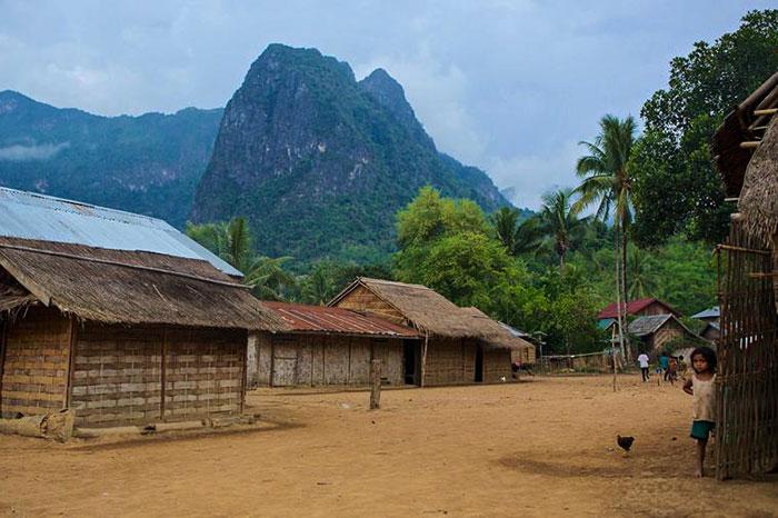 Zona de trekking en un alojamiento familiar en Laos