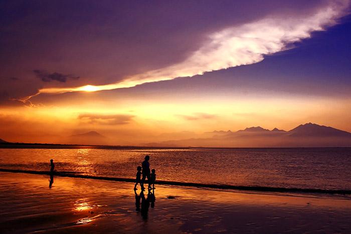 Amanecer en la playa de My Khe en Danang