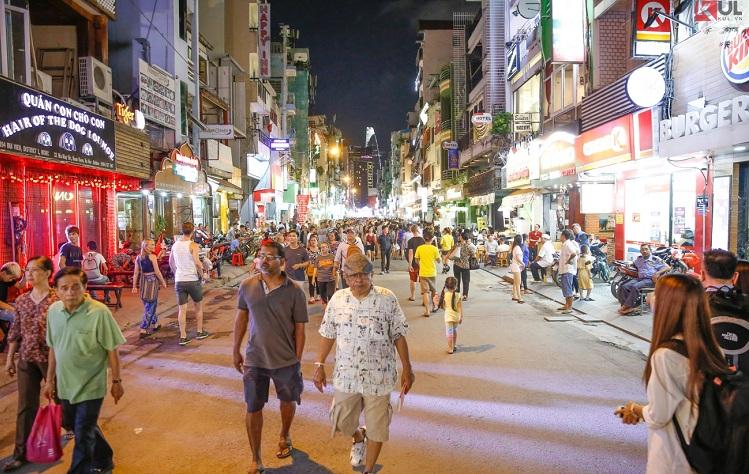 Ambiente en la calle bui vienen Saigon Vietnam