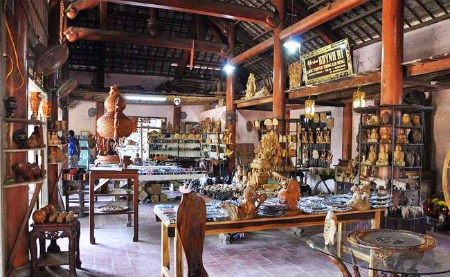Antigua casa en el pueblo de carpinteria KIm Bong