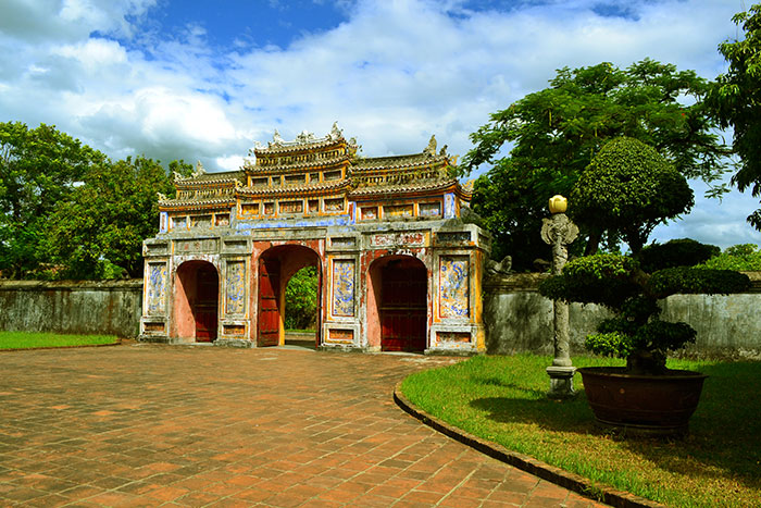Antiguas puertas de la ciudadela de Hue Vietnam