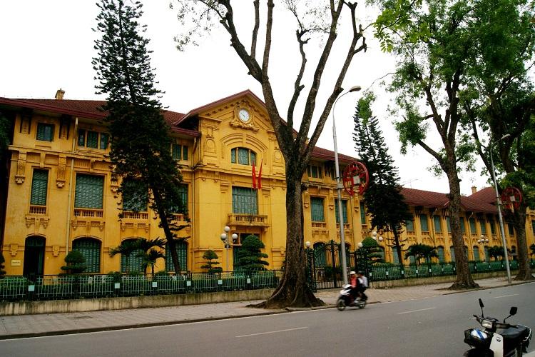 Antiguo liceo Albert Sarraut en Ba Dinh Hanoi