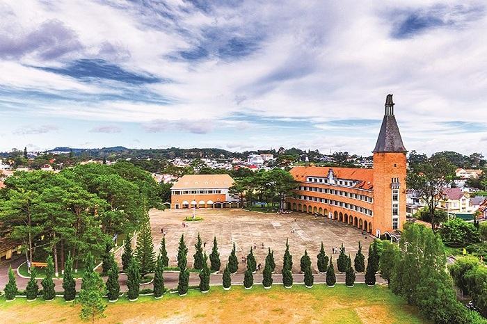 El antiguo liceo Yersin en Dalat Vietnam