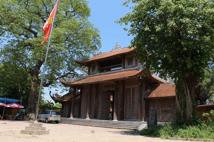 Pagoda Nom en el pueblo de Nom