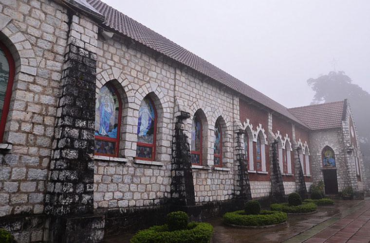Arquitectura de la Iglesia de piedra de Sapa