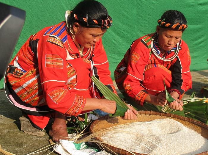Preparacion de arroz de la etnia Pa Then
