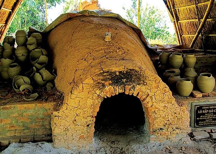 Horno de ceramica en el pueblo Phuoc Tich en Hue