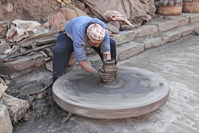Artesano en el pueblo de ceramica Bat Trang