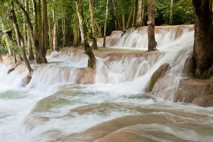 Bañarse en las cascadas en Xieng Khouang Laos