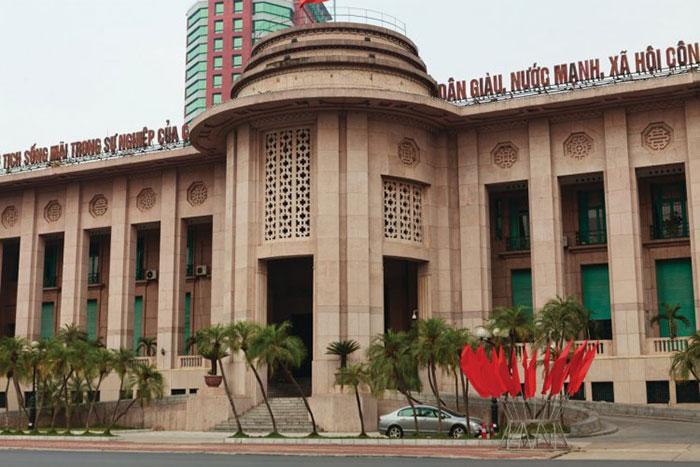 Antiguo banco de indochina en el barrio frances en Hanoi