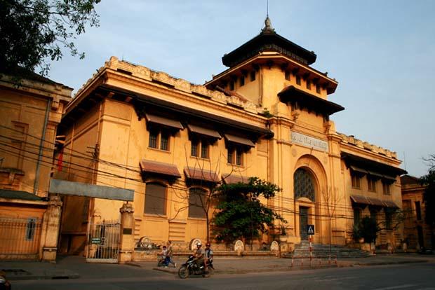Antigua Universidad de Indochina en el barrio frances de Hanoi