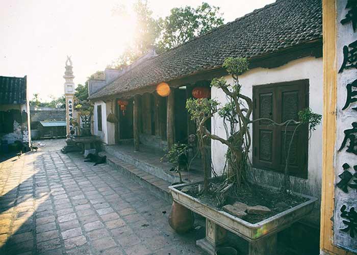 Bicentenario del el antiguo pueblo Nom cerca de Hanoi