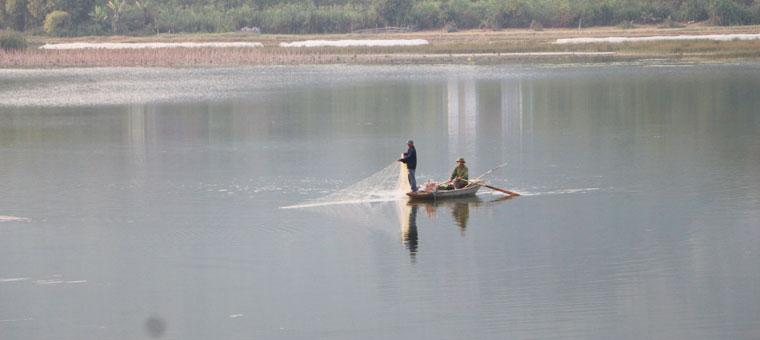 Piragua en la bahia de Van Long Ninh Binh
