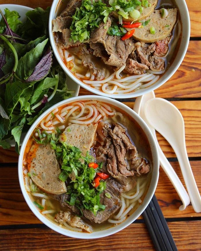 Bun bo hue desayuno vietnamita