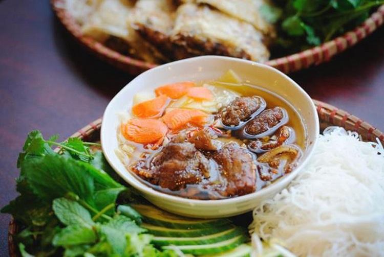 EL bun Cha en el barrio antiguo de Hanoi