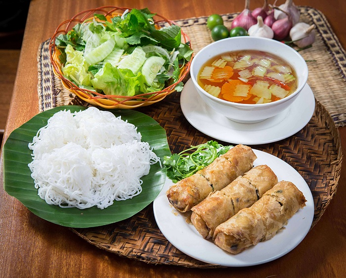 Bun nem desayuno vietnamita