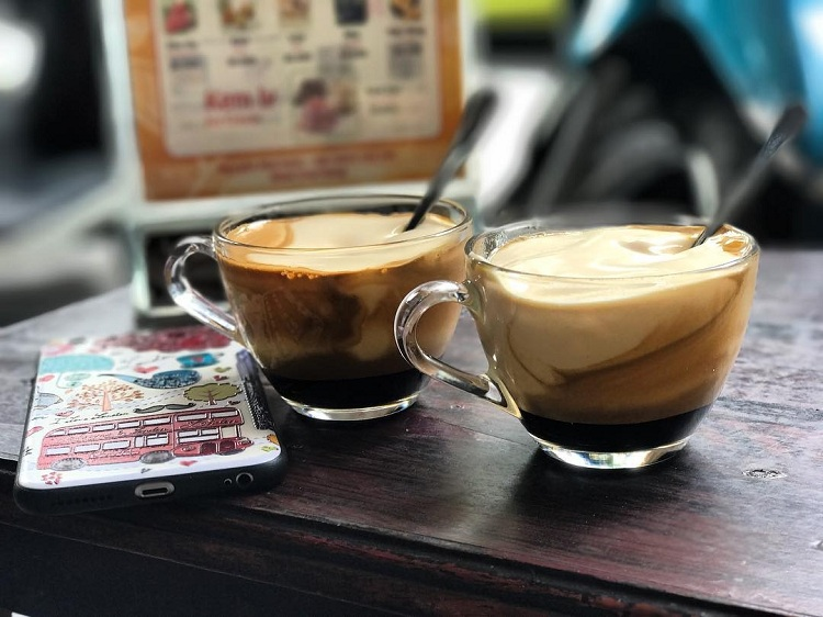 Cafe con huevo en el barrio antiguo de Hanoi