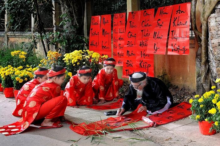 caligrafía vietnamita hacha por niños