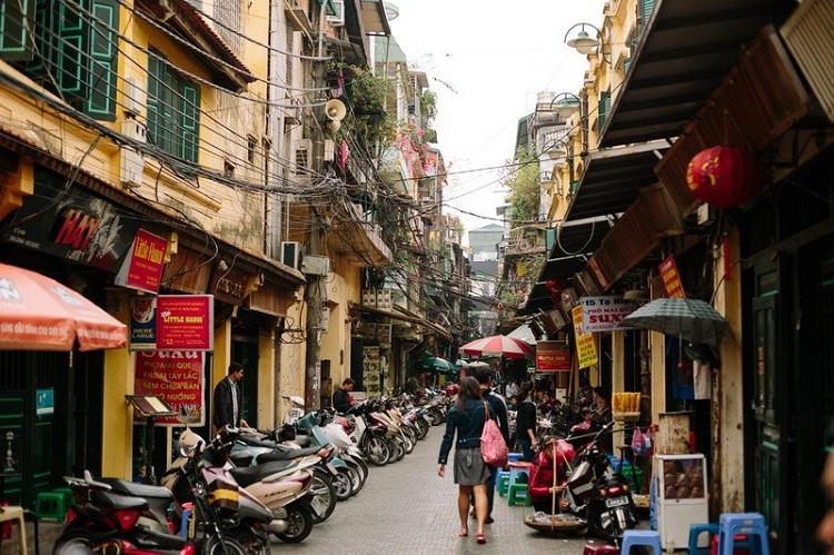 Calle en el barrio antiguo de Hanoi