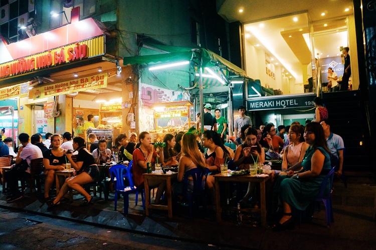 Bares nocturnos en la calle Bui Vien Saigon