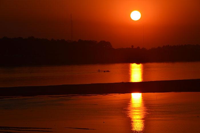 Caminata por el rio Mekong en Vientiane Laos