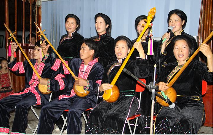 Canto tradicional del pueblo Pac Ngoi lago Ba Be