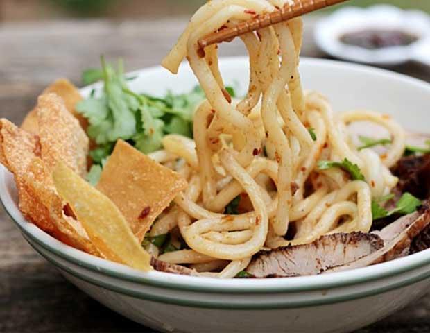 Cau Lau gastronomia de Hoi An