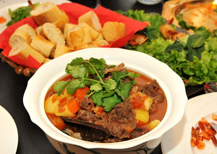Carne de res al vino tinto desayuno vietnamita