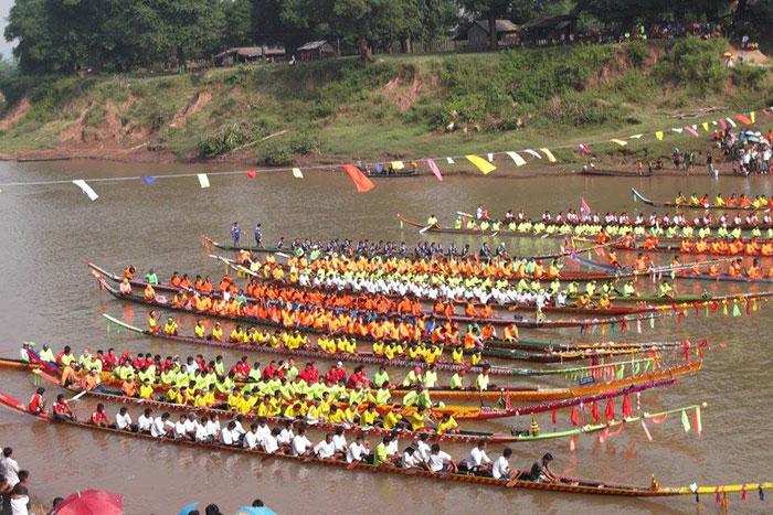Carrera de canoas en Vientiane Laos
