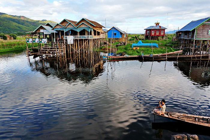 Casas en madera teca en el lago Inle Myanmar