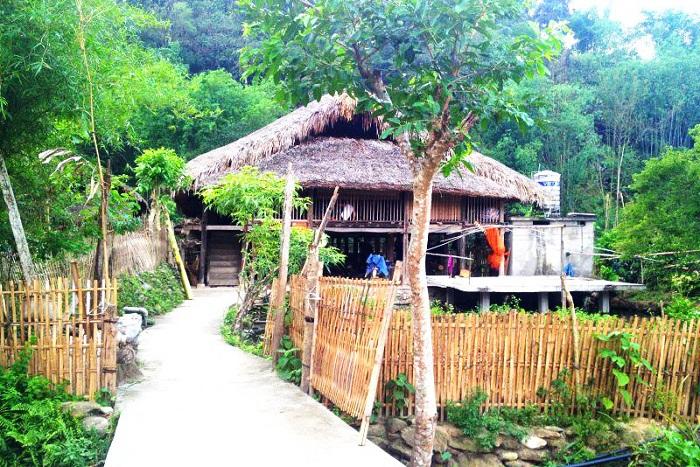 Casa tipica del pueblo Tha en Ha Giang