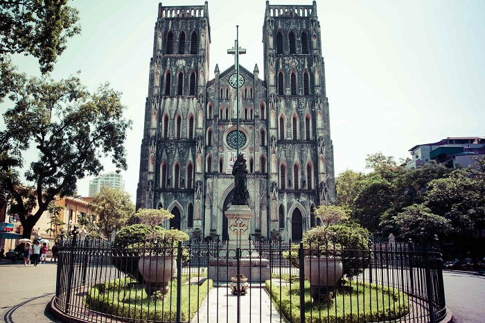 La catedral de san jose en barrio antiguo de hanoi