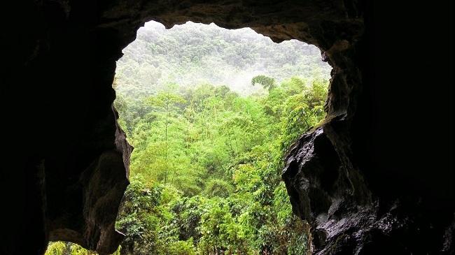 Salida de la caverna de Trung Trang en Cat Ba