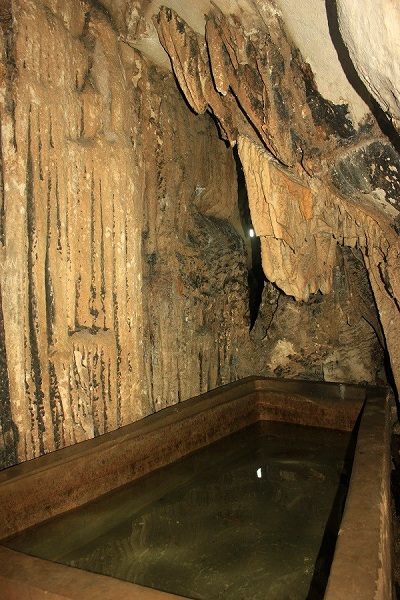 Vestigio historico en la caverna de Trung Trang Cat Ba