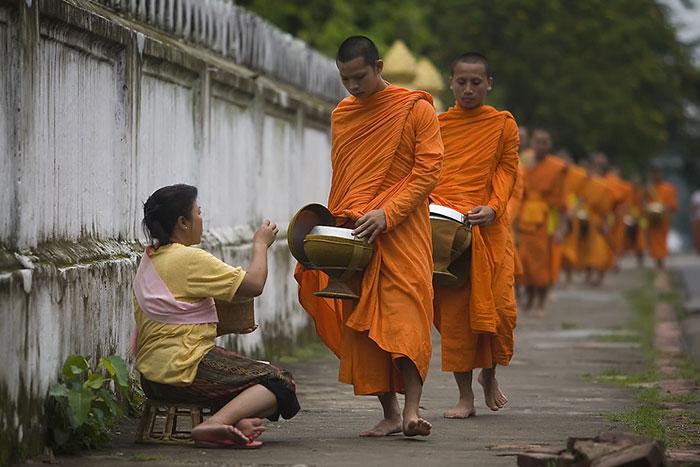 Ceremonia de Tak Bat en Luang Prabang
