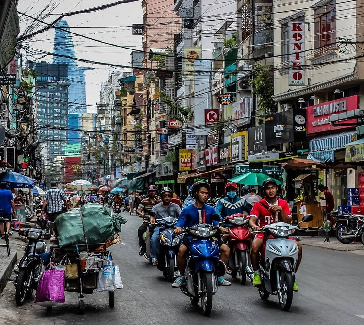 Circulacion en la calle bui vien antes de la renovacion Saigon